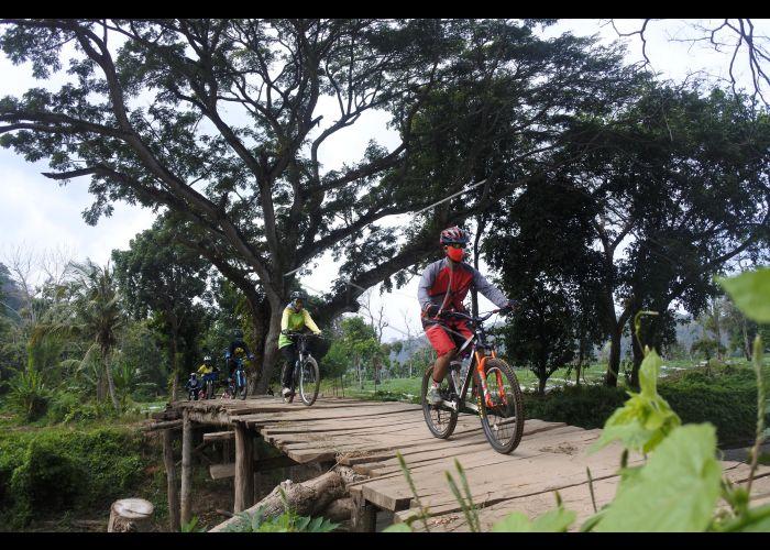 Bersepeda Saat Pandemi Covid-19   ANTARA Foto