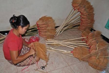 sapu serabut kelapa