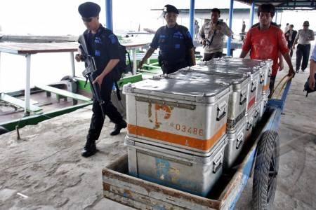 Distribusi uang rupiah aparat kepolisian mengawal pendistribusian uang