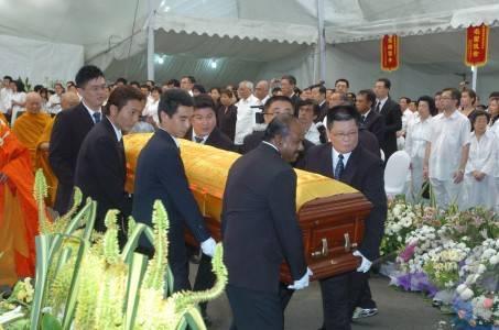 pemakaman liem sioe liong.