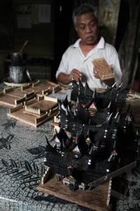 miniatur rumah gadang