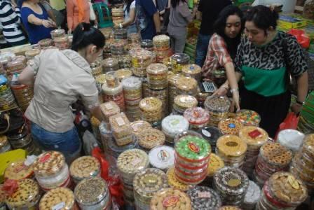 Kue kering lebaran di pasar atom surabaya jatim minggu 12 8 kue kering