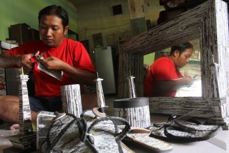 yogyakarta 3 5 kerajinan koran bekas susilo membuat kerajinan dari