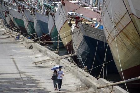 pekerja pelabuhan sunda kelapa libur