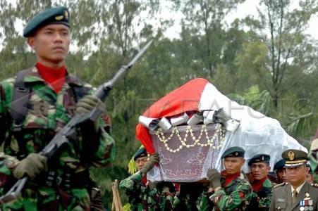 mantan gubernur jateng meninggal