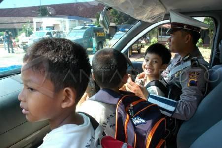 Banyumas jateng 12 3 sahabat polisi anak anak bermain di dalam mobil