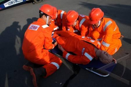 simulasi pertolongan kecelakaan kerja