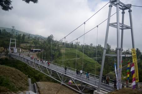 peresmian jembatan gantung