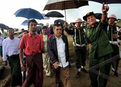 kunjungi pengungsi rohingya
