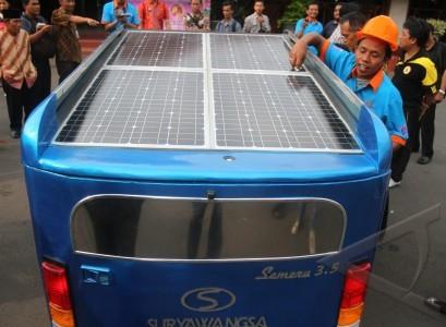 mobil tenaga surya