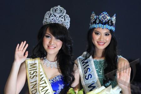 ... 2013 miss indonesia 2013 vania larissa kiri bersama miss world 2012