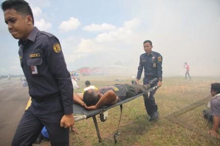 Kecelakaan on Simulasi Kecelakaan Pesawat   Antara Foto  Peristiwa   3 4 2013 18 10