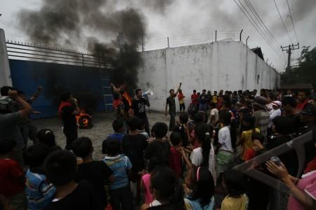 protes limbah pabrik