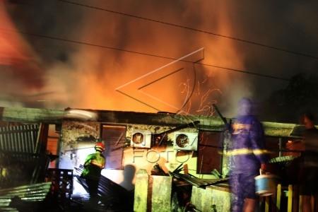 asrama brimob polda riau terbakar