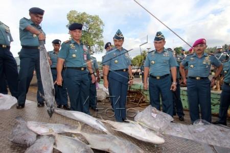 pangarmatim tinjau kapal ikan ilegal