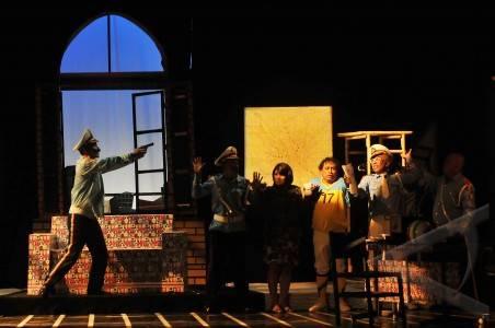 20 5 drama korupsi polisi sejumlah pemain teater mementaskan drama ...