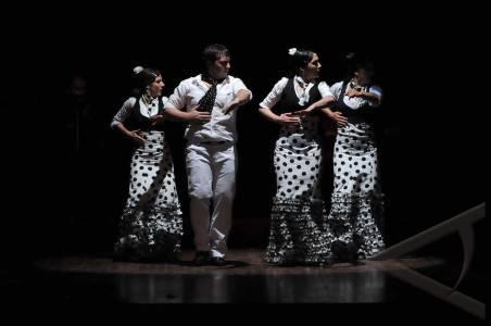tari flamenco