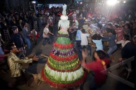 tradisi grebeg ketupat