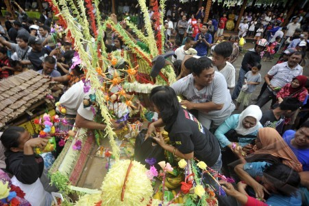 maulid pada perayaan maulid nabi muhammad saw maudu lompoa di lapangan