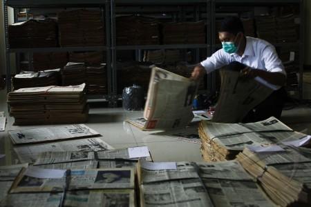 pendataan arsip koran