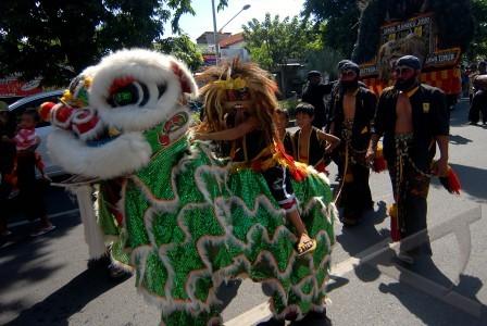 Tionghoa, Barongsai dan kesenian Reog Ponorogo dalam pawai budaya