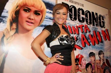Jakarta, 3/10 - julia perez. artis julia perez saat konferensi pers