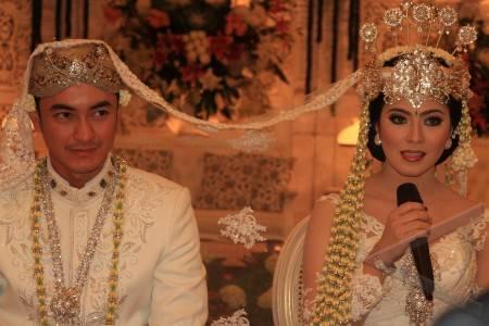 zumi zola-shirren resmi menikah