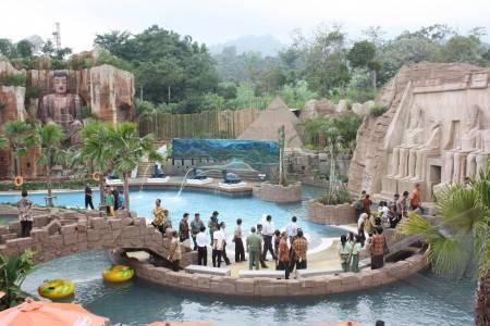 http://v-images2.antarafoto.com/gec/1270721101/ekonomi%20dan%20bisnis-safari-dunia-air-01.jpg