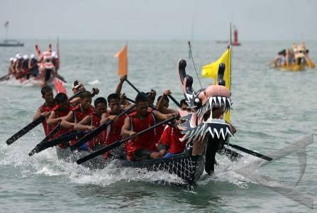 http://v-images2.antarafoto.com/gor/1257482682/olahraga-perahu-naga-82.jpg