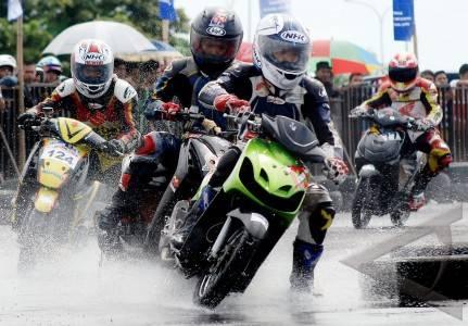 Balap Motor - ANTARA Foto: Olahraga - 31/12/2011 20:31:51 WIB