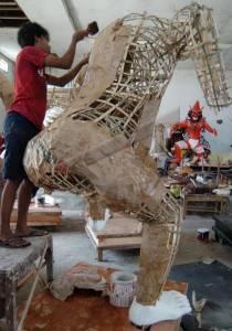 foto selesaikan pesanan ogoh ogoh bali Indonesia