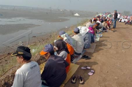Ribuan korban lumpur panas Lapindo Brantas mengikuti istighozah dalam rangka