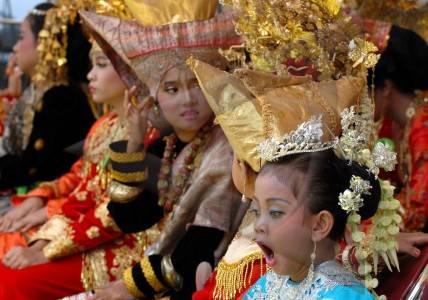 foto tmii - festival busana adat minangkabau