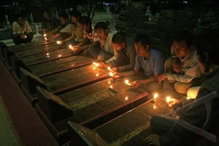 http://v-images2.antarafoto.com/gpr/1257821957/peristiwa-malam-renungan-57.jpg