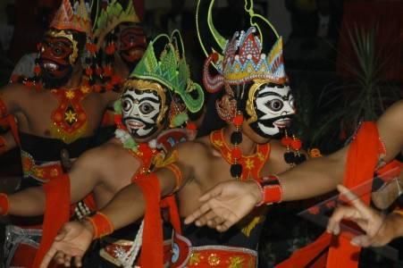 Parmi les formes d'expression artistique typiques de l'île, le tari topeng est encore enseigné au kraton de Sumenep (Antara/Saiful Bahri).