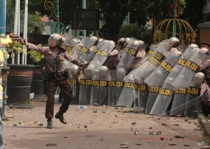 Tribunnews.com, batam - aksi pencegahan dari seorang orator pengunjuk