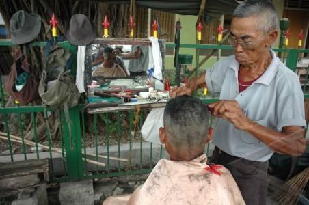 http://v-images2.antarafoto.com/gpr/1275653413/peristiwa-cukur-rambut-dpr-13.jpg