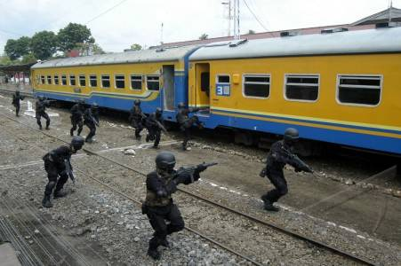 Yonif 514/Raider Bondowoso Laksanakan Simulasi Penyergapan Kereta Api