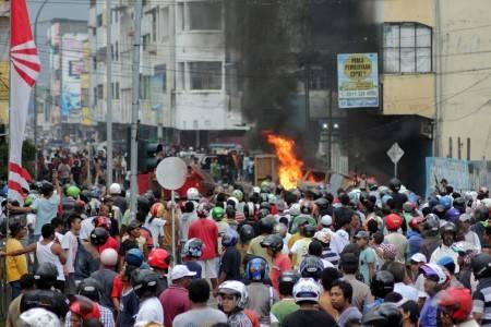 http://v-images2.antarafoto.com/gpr/1315743901/peristiwa-kerusuhan-ambon-01.jpg
