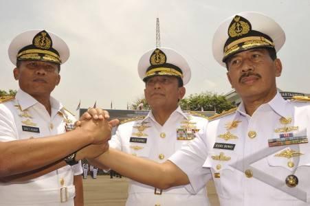 Kasal Laksamana TNI Soeparno Pimpin Sertijab Pangarmabar Dan Pangkolamil