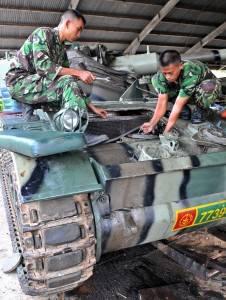 Perbaikan kendaraan tempur tank, di markas batalyon kavaleri-2