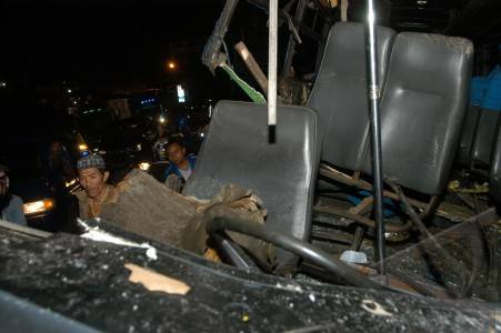 Kecelakaan Maut. - ANTARA Foto: Peristiwa - 11/2/2012 0:5:1 WIB