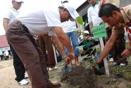 Hari menanam pohon - antara foto: spektrum - 19/12/2009 16:27:49 wib