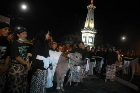 http://v-images2.antarafoto.com/gps/1289270404/spektrum-ruwat-tolak-bala-merapi-04.jpg