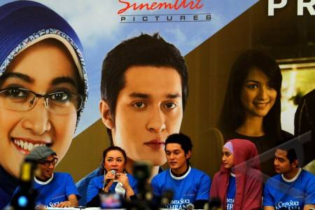 download film cinta suci zahrana