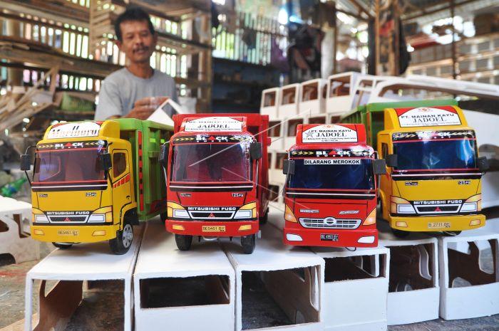 Download Gambar Mobil Truk Mainan Dari Kayu - RIchi Mobil