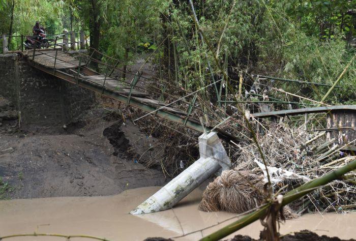 Jembatan Roboh Di Ngawi Antara Foto