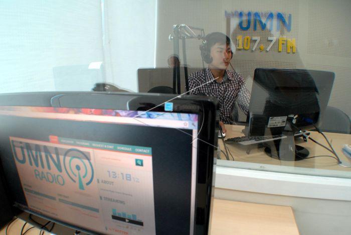 Hasil gambar untuk Studio radio multimedia nusantara