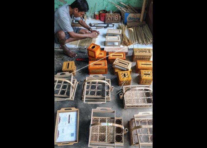 Kerajinan Dari Anyaman Bambu   ANTARA Foto