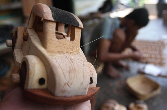 Kerajinan Limbah Kayu | ANTARA Foto